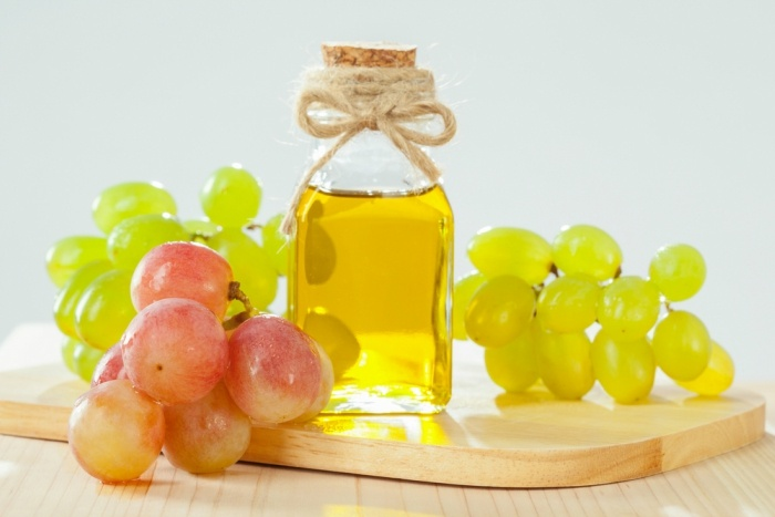 grapeseed oil benefits for hair